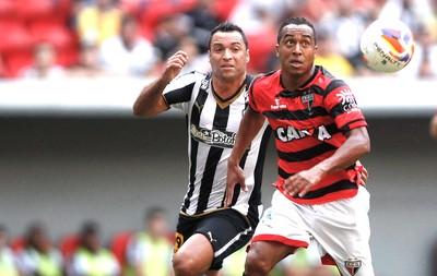 Daniel Carvalho e Ailton, Atlético-GO X Botafogo (Foto: Adalberto Marques / Estadão Conteúdo )