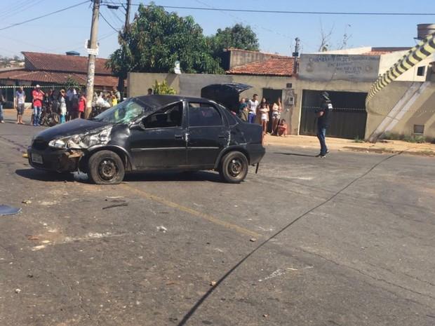 Homem morre após ser arremessado em capotamento, em Goiânia (Foto: Divulgação/Polícia Civil)