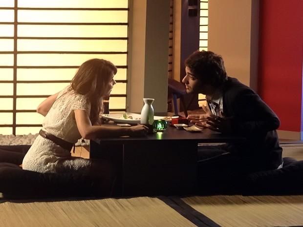 Manu e Davi jantam juntos em Curitiba (Foto: Geração Brasil/TV Globo)