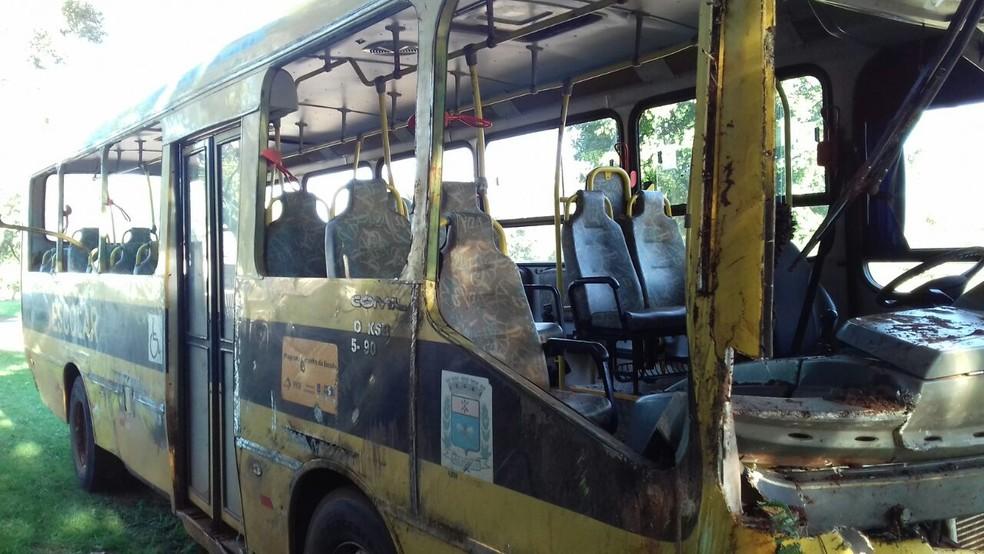 Ônibus levava 28 pessoas, segundo a PRE (Foto: Divulgação/ PRF )