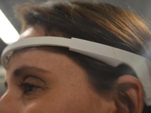 Sensor monitora frequência cerebral e ajuda usuário a se acalmar (Foto: Jaqueline Zanoveli/ G1)