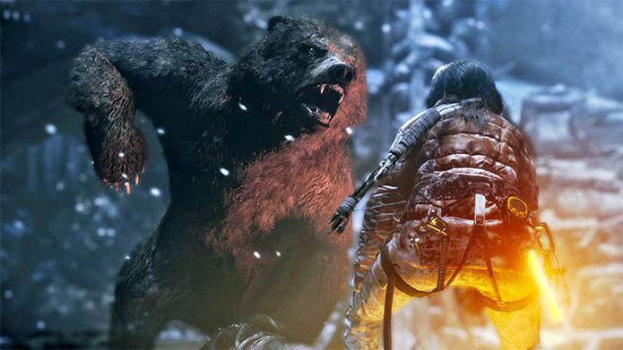 Lara enfrenta um urso em Rise of the Tomb Raider (Foto: Divulgação)