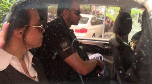 Adriana Ancelmo chega a casa no Leblon após deixar prisão