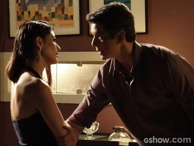Guto e Silvia também parecem não estar nada bem... O que está rolando? (Foto: Amor à Vida / TV Globo)