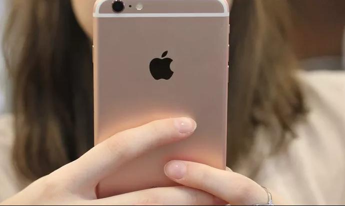 iphone-na-mao-maria (Foto: TechTudo)