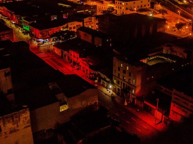 Obra Na Calada, de Bruno Faria, pintou a Rua Guaicurus de vermelho (Foto: Ricardo Pessetti/Divulgação)