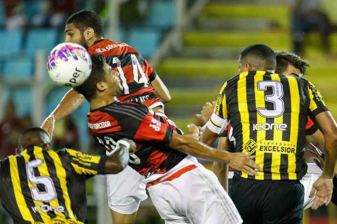 Volta Redonda x Flamengo (Foto: Ag Estado)