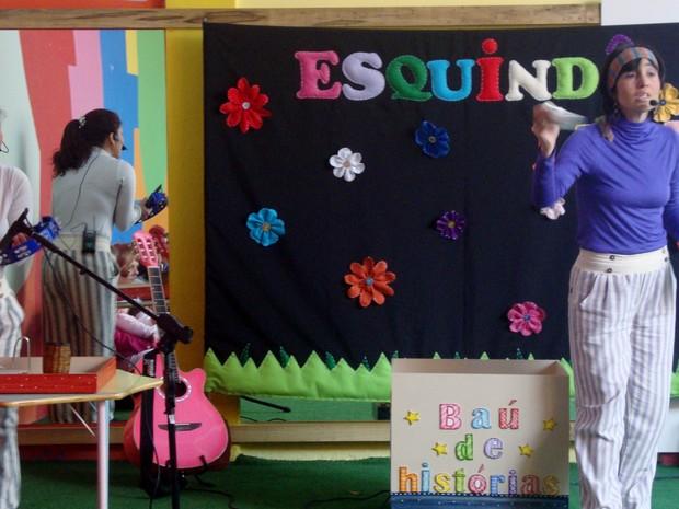 Grupo Esquindolelê apresenta o show 'Batedeira mágica' (Foto: Divulgação)