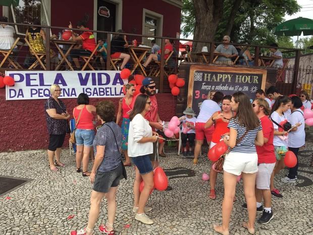 Panfletagem ocorre no Largo da Ordem (Foto: Sérgio Tavares Filho/G1)