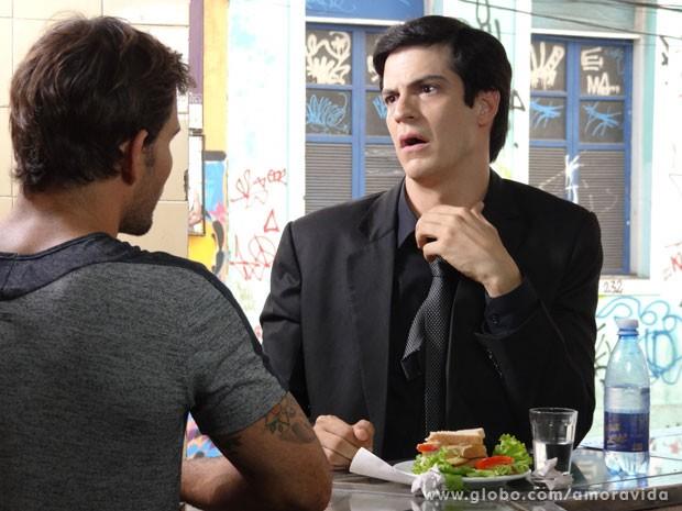 Félix nem acredita que conseguiu um teto (Foto: Amor à Vida/TV Globo)