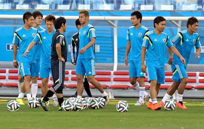 jogadores no treino do Japão (Foto: AP)