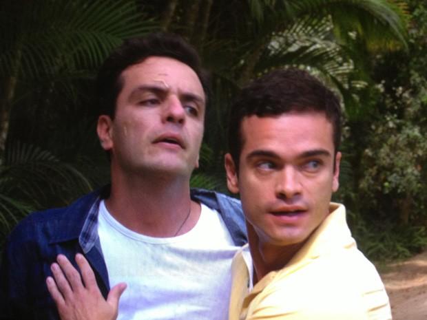 Théo se vinga de Élcio e dá soco no inimigo (Foto: Salve Jorge/ TV Globo)