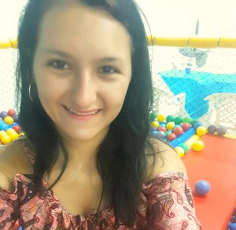 Rairleny Ganum desapareceu após sair de casa com Praxedes no dia 2 de junho e família acredita que a estudante é mantida em cativeiro (Foto: Arquivo Pessoal)