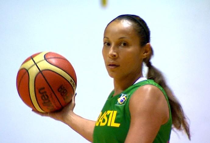 Armadora Adrianinha volta à seleção (Foto: Marlon Tavoni/ EPTV)
