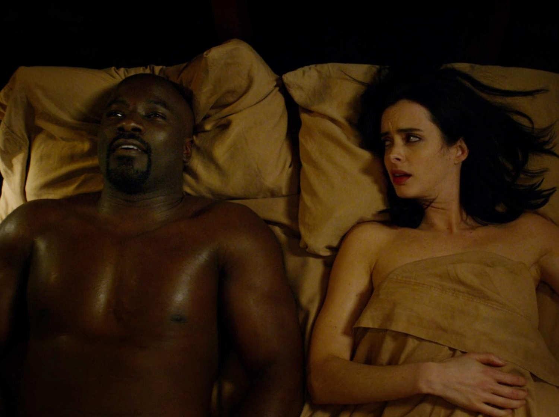 Jessica Jones e Luke Cage na série da heroína  (Foto: Reprodução Netflix)