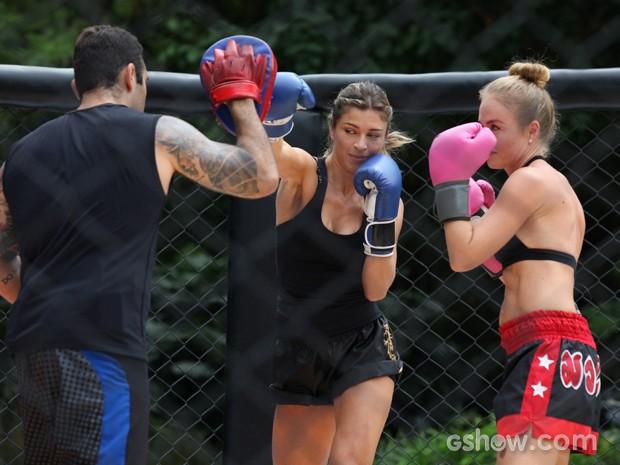As duas treinam antes do combate (Foto: TV Globo/Carol Caminha)