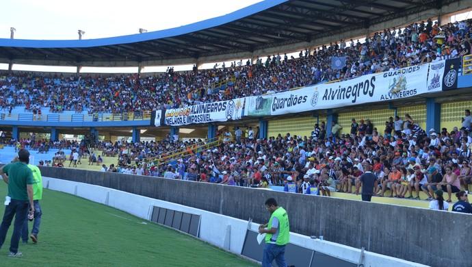 Torcida do São Raimundo no Estádio Colosso do Tapajós (Foto: Dominique Cavaleiro/ GloboEsporte.com)