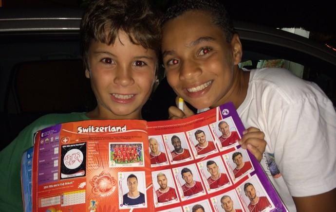 Crianças Álbum da Copa do Mundo Suiça (Foto: Thiago Quintella)