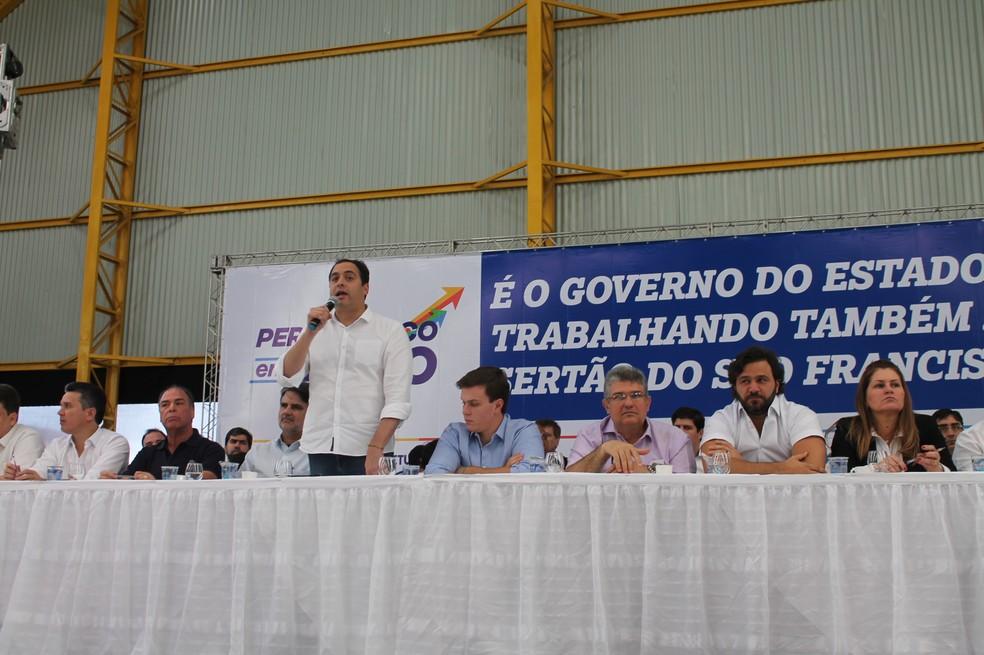 Governador Paulo Câmara durante o Pernambuco em Ação em Petrolina (Foto: Juliane Peixinho / G1 )
