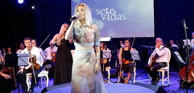 Luiza Possi se apresentou durante a festa de lançamento (Foto: Isabella Pinheiro/Gshow)