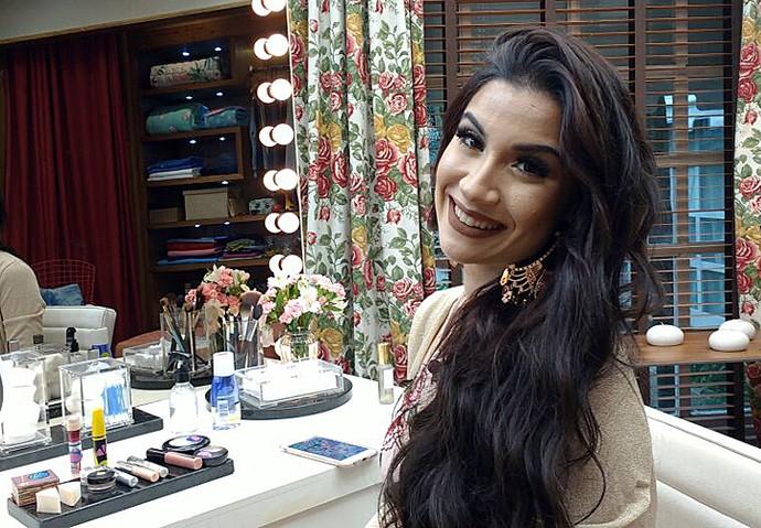 Blogueira dá dicas de maquiagem (Foto: Raquel Gonzalez/Gshow)