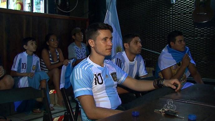 Torcedores da Argentina no Acre comemoram vitória e ida às semifinais após anos (Foto: Reprodução/TV Acre)