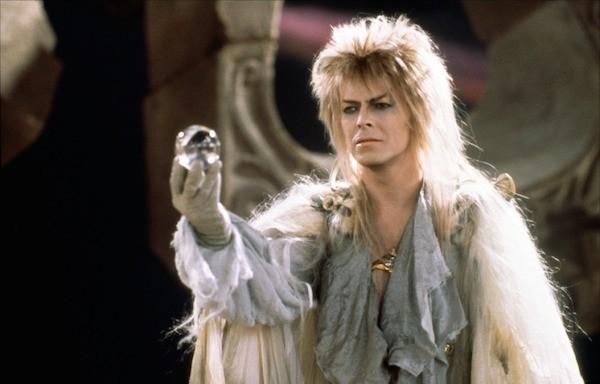 O cantor David Bowie em cena de Labirinto (1986) (Foto: Reprodução)