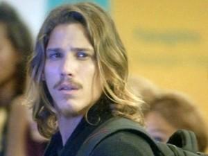 Robertão chora no aeroporto (Foto: TV Globo)