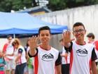Jovens e adolescentes fazem trabalho voluntário durante as férias; FOTOS