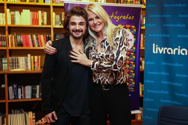 Claudia Liz com o filho, Lucca (Foto: Manuela Scarpa / Foto Rio News)