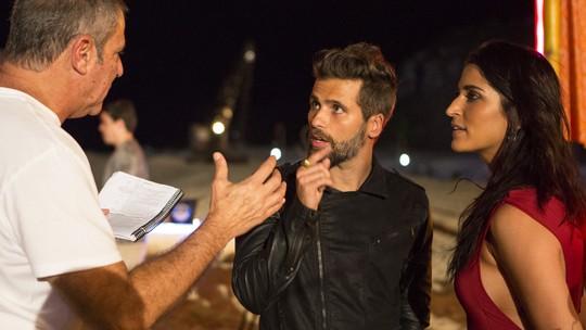 Bruno Gagliasso e Rafael Cardoso comentam bastidores do luau que agitou 'Sol Nascente'