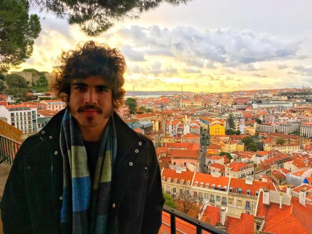 Caio Castro está em Portugal fazendo pesquisa para interpretar Dom Pedro I (Foto: Divulgação / Index Assessoria)