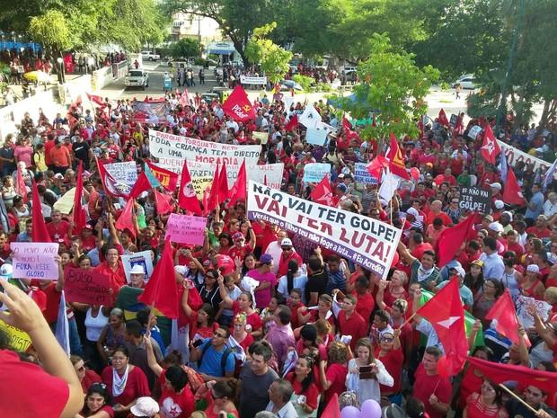 Protesto em Teresina se concentra na Praça Pedro II, Centro da capital (Foto: Ellyo Teixeira/G1)