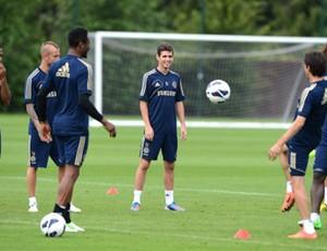 Oscar no treino do Chelsea (Foto: Reprodução / Facebook)