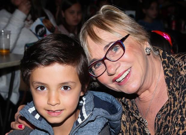 Arthur Bôscoli, filho de Eliana e João Marcelo Bôscoli, e a avó Eva (Foto: Manuela Scarpa/Brazil News)