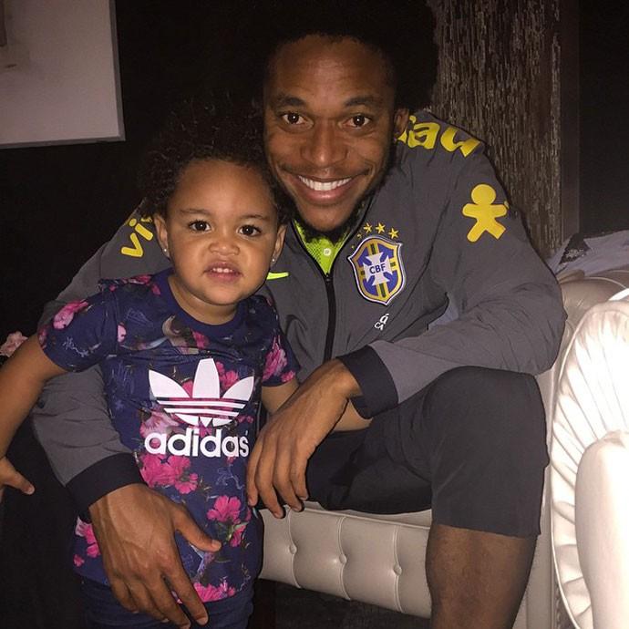 Luiz Adriano aproveita folga com a filha (Foto: Reprodução/ Instagram)