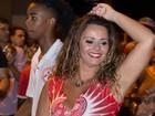 Com tudo em cima! Viviane Araújo exibe corpão em ensaio de rua