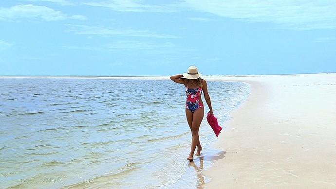 A repórter Fernanda Pinheiro no Partiu Paraíso Praia do Saco (Foto: TV Sergipe)