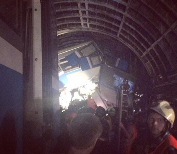 Passageiro publicou imagem de estragos causados por acidente no metrô de Moscou (Foto: Reprodução/Instagram/maksim_pushkin)
