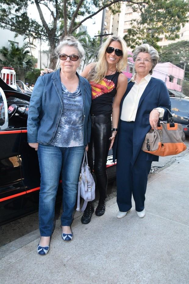Adriane Galisteu posa ao lado da mãe e da sogra em festa de niver vittório Galisteu (Foto: Caio Duran e Thiago Duran/AgNews)