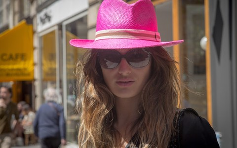 De Isabel Marant ao brechó: Isabeli Fontana passeia e faz compras em Paris