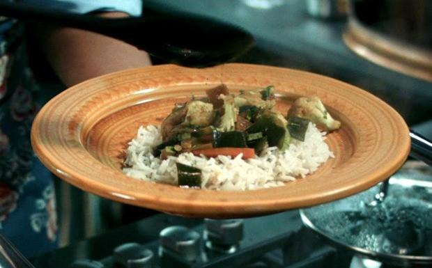 Receitas da Carolina: arroz basmati com legumes ao curry Ep. 4 (Foto: Reproduo / GNT)