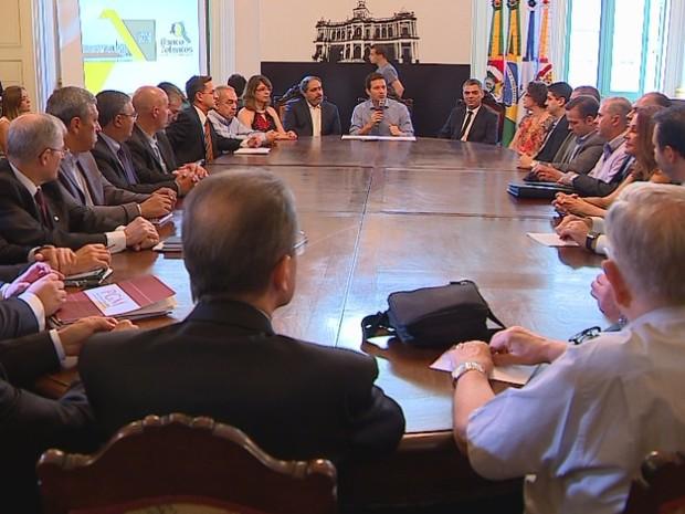 Prefeito de Porto Alegre, Nelson Marchezan Júnior se reuniu com contratados por banco de talentos (Foto: Reprodução/RBS TV)