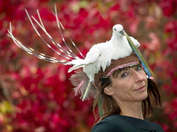 Iris usa animais mortos para produzir roupas e acessórios de moda. (Foto: Patrick Pleul/AFP)