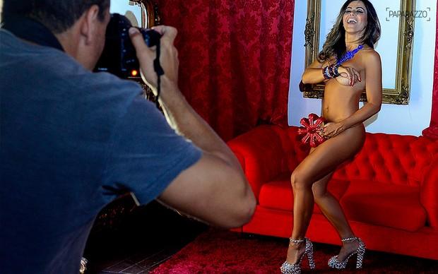Making of Tania Oliveira posando para o Paparazzo (Foto: Roberto Teixeira / Paparazzo)
