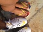 Naldo e Moranguinho postam foto dos pés na lua de mel