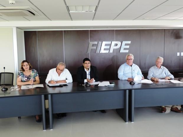 Coletiva da Fiepe apresenta resultados da pesquisa sobre impactos das arboviroses nas indústrias em Pernambuco (Foto: Bruno Marinho / G1)