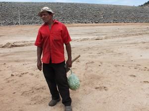 O agricultor mariano barros acredita que obra será concluida (foto: taisa alencar / g1)
