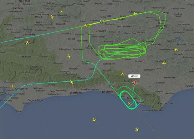 Imagem divulgada pelo site de monirotamento de aviões Flightradar24 mostra o percurso percorrido pelo vo VS43  da Virgin Atlantic (Foto: Reprodução/Twitter/flightradar24)