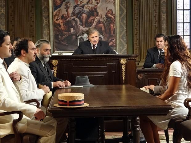 Nacib fica cara a cara com Gabriela no tribunal (Foto: Gabriela / TV Globo)